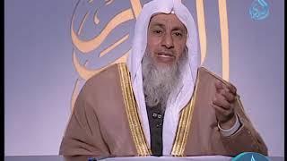 ما حكم التعزية في المقابر وبعض الأشخاص يقرؤن القرآن؟ | الشيخ مصطفى العدوي